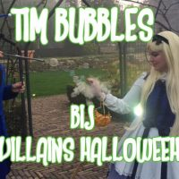 Tim Bubbles bij little villains Halloween feest